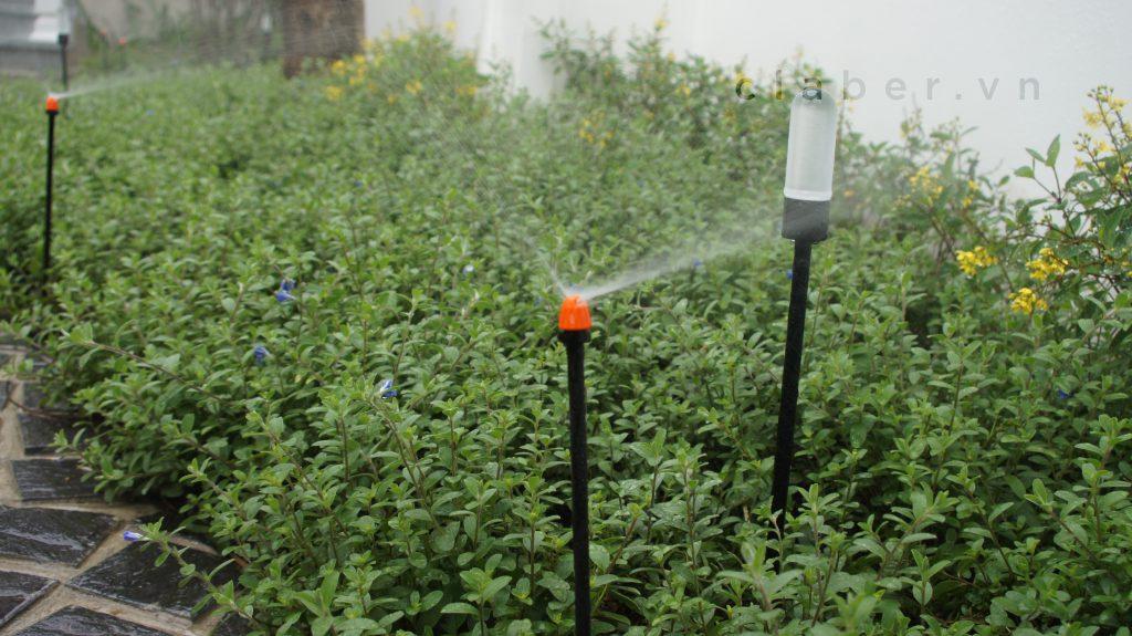 Hệ thống tưới cây tự động thông minh, béc tưới phun mưa cao cấp.