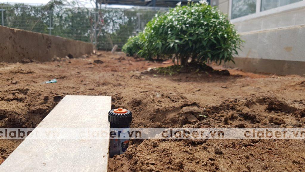 tuoi cay tu dong 15 copy 1024x576 5 bước hướng dẫn lắp đặt hệ thống tưới cây tự động cho sân vườn biệt thự có sẵn cây cối