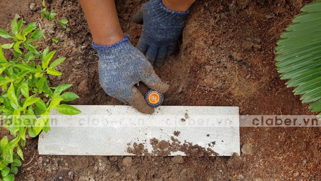 tuoi cay tu dong 18 copy 1024x576 5 bước hướng dẫn lắp đặt hệ thống tưới cây tự động cho sân vườn biệt thự có sẵn cây cối