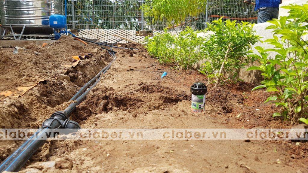 tuoi cay tu dong 20 copy 1024x576 5 bước hướng dẫn lắp đặt hệ thống tưới cây tự động cho sân vườn biệt thự có sẵn cây cối