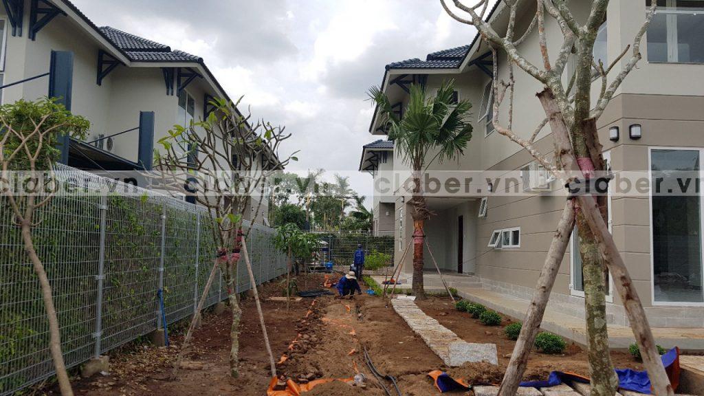 tuoi cay tu dong 40 1024x576 5 bước hướng dẫn lắp đặt hệ thống tưới cây tự động cho sân vườn biệt thự có sẵn cây cối