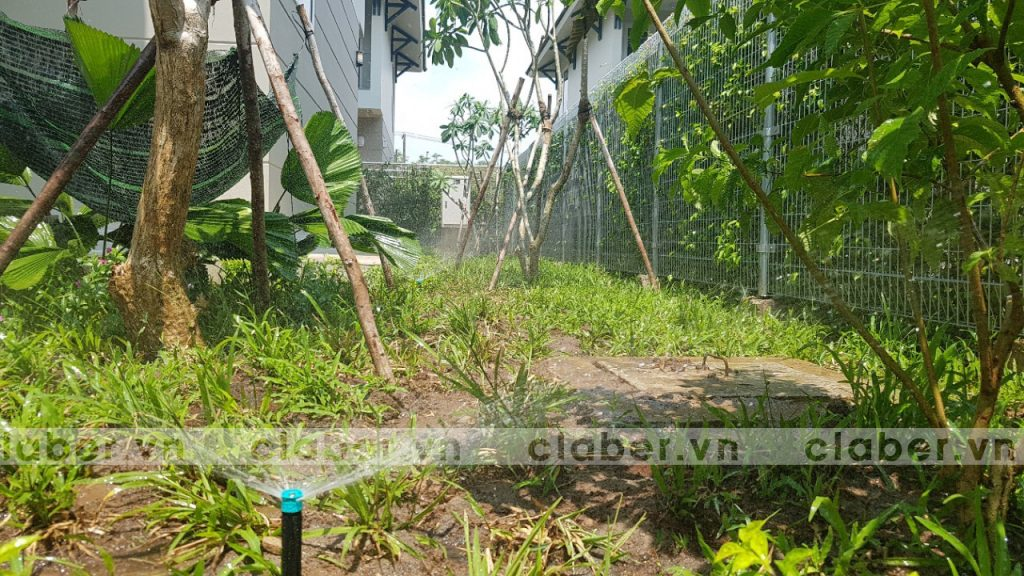 tuoi cay tu dong 43 1024x576 5 bước hướng dẫn lắp đặt hệ thống tưới cây tự động cho sân vườn biệt thự có sẵn cây cối