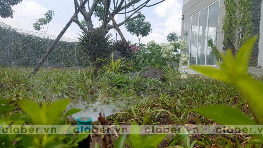 tuoi cay tu dong 46 1024x576 5 bước hướng dẫn lắp đặt hệ thống tưới cây tự động cho sân vườn biệt thự có sẵn cây cối