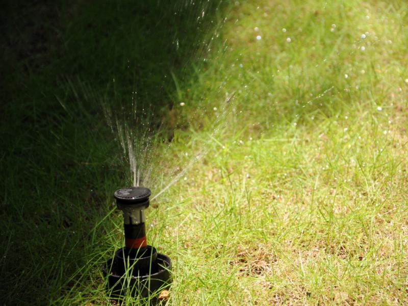 thiet bi tuoi 47 Phân tích đánh giá ưu và nhược điểm của thiết bị tưới phun mưa